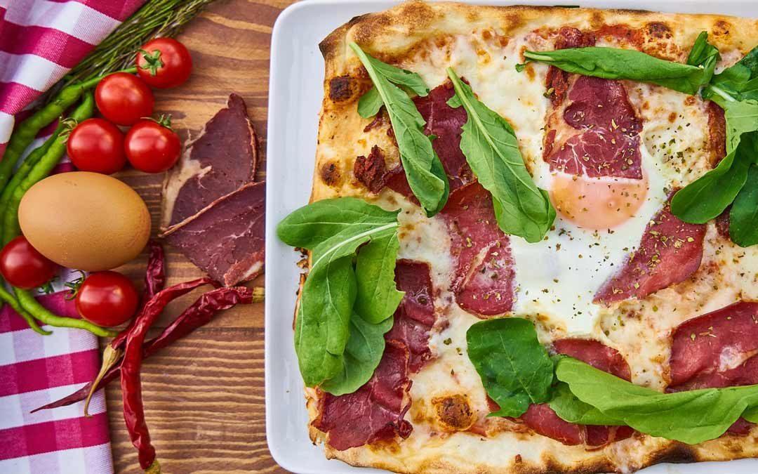 PIZZA BACON GREEN DOUGH EGG